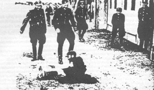 Легионеры из батальона «Нахтигаль» настигли еврея, Львов, 1941, (Из книги В. Полищука «Dowody zbrodni OUN i UPA, Toronto, 2000)